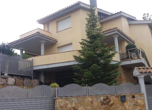 Pintar piso en Figueres,Pintamos su vivienda con la mallor garantia  en material y mano de obra a precios muy ajustados